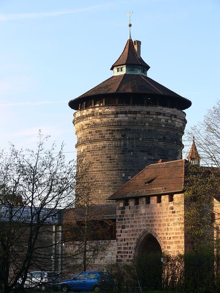 Waffenhof mit Spittlertorturm