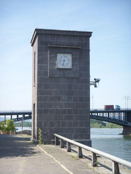 Adenauer Ufer