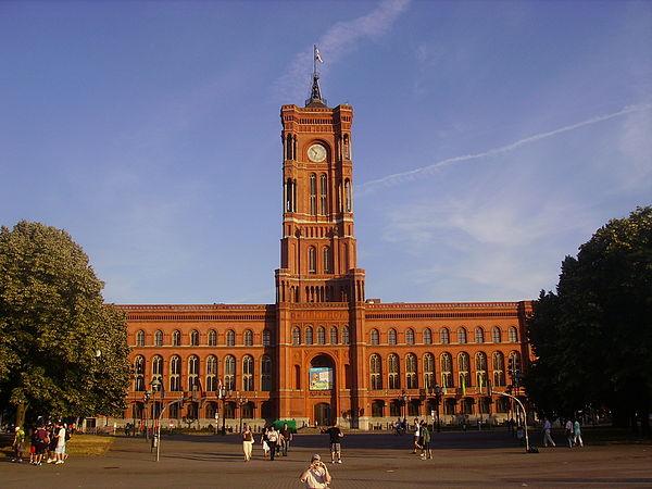 Platz vor dem Roten Rathaus